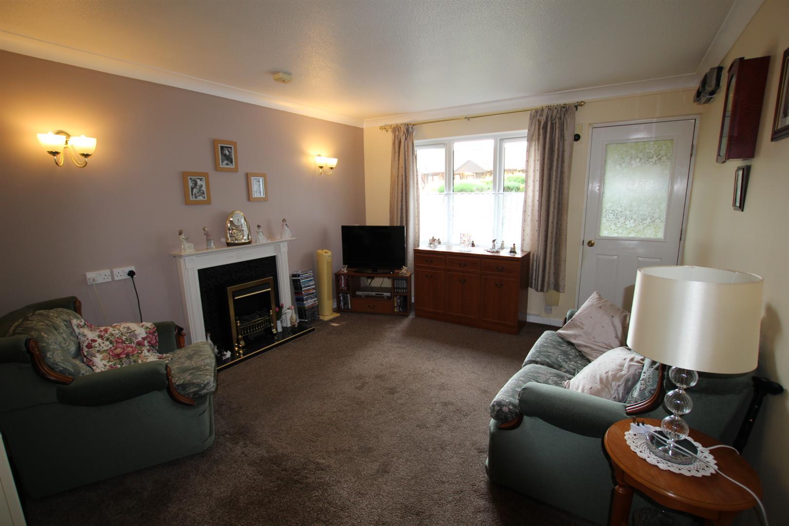 Lounge/Dining Room (1)